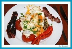 antetanni-kocht_Candian-Breakfast_Hashbrowns+Bacon (2)