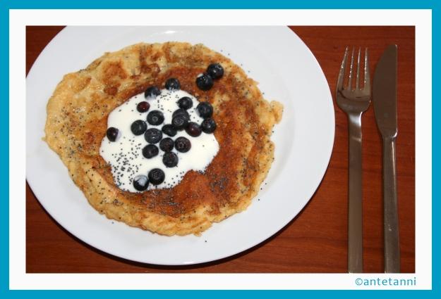 antetanni_kocht_omelett-heidelbeeren-mohn