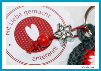 antetanni_Schluesselanhaenger-Grau-Rot-Weiss-Stern-Perle_1