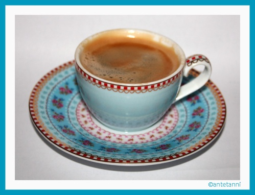 antetanni-freut-sich_Espresso-Tasse-Pip-Studio