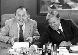 antetanni-sagt-was_Helmut-Schmidt-Hans-Dietrich-Genscher-lachend_(c)dpa-Bildfunk_ A1750-Egon-Steiner