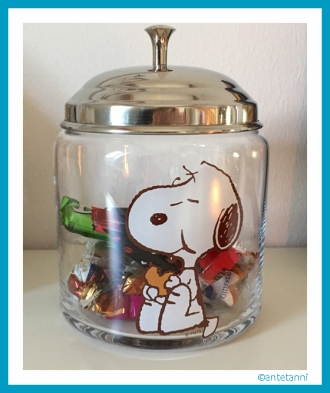 antetanni-freut-sich_Bonbonniere-Snoopy-Bonbonglas-2015-Butlers