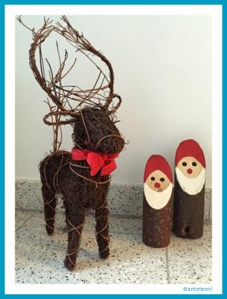 antetanni-freut-sich_Rentier+Holzmaennchen_Weihnachtsdekoration