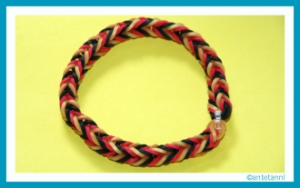 antetanni-bastelt_Loom-Armband-EM2016