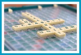 antetanni-spielt-Scrabble-Kompakt-Reisespiel