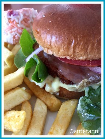 antetanni-kocht_Snaeck-Roesti-Burger-Jakes-Diner-Bar