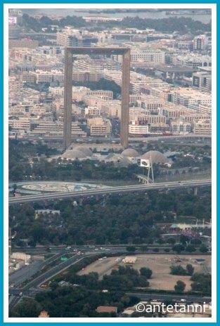 antetanni-fotografiert_52-fotoreise-blogzimmer_weit-weg_24-burj-khalifa-blick-dubai-the-frame